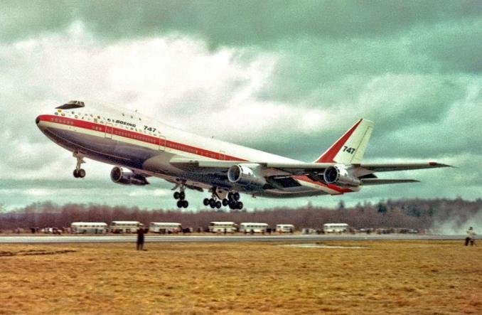 Первый полет B747