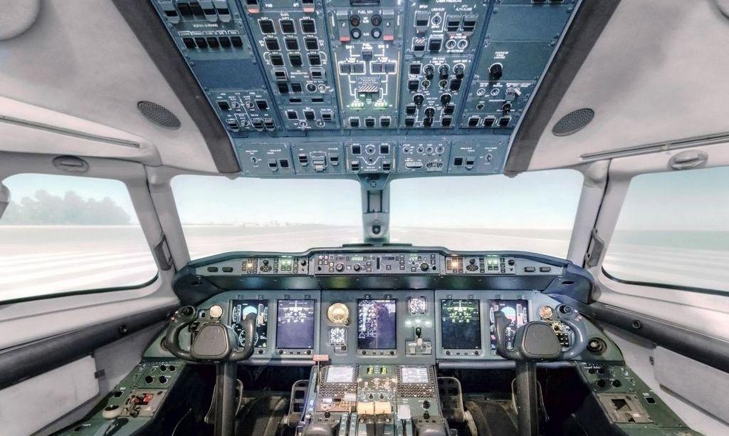 cokpit - Конгресс США потребовал от авиакомпаний установить двийные двери в кабину пилотов