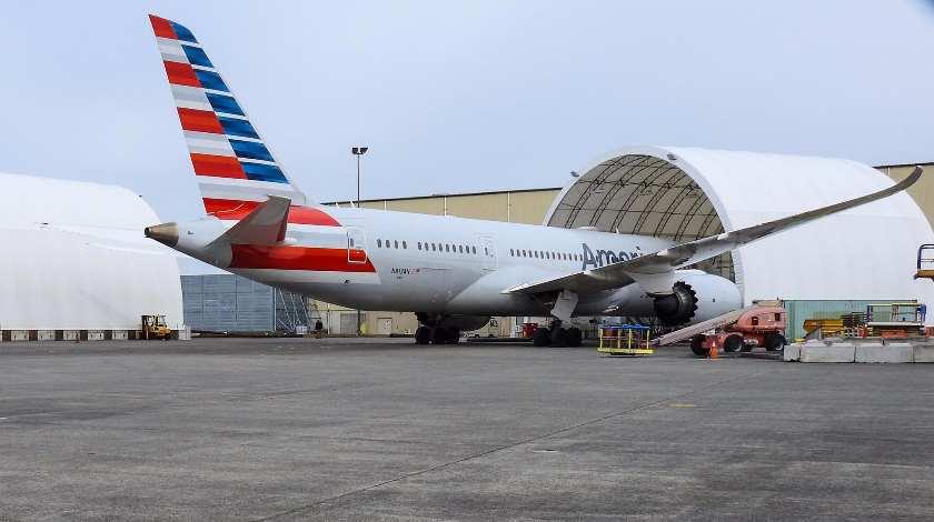 American Airlines продолжает отменять рейсы