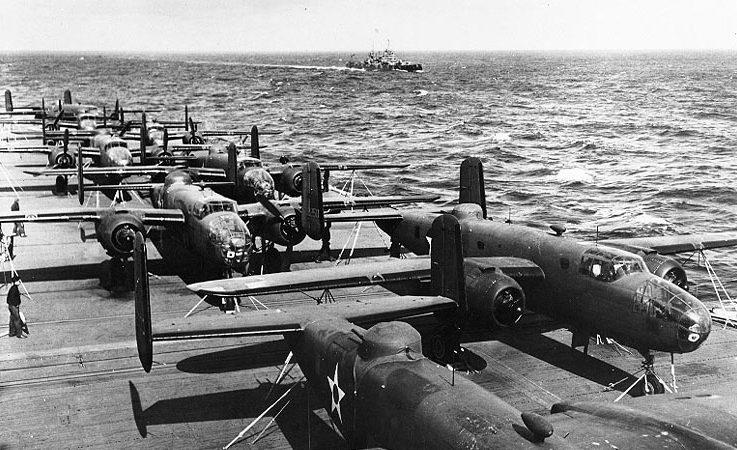 USS Hornet flight deck April 1942 737x450 - 77-я годовщина самой дерзкой воздушной атаки в истории авиации