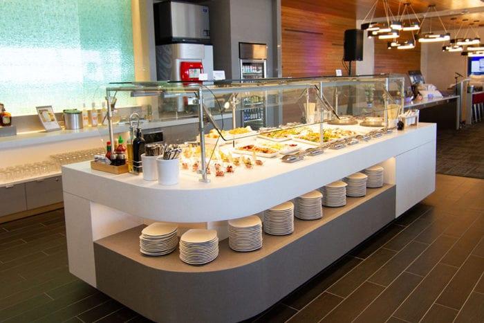DFW Flagship Lounge 4 700x467 - American Airlines открывает новый флагманский Dallas Lounge