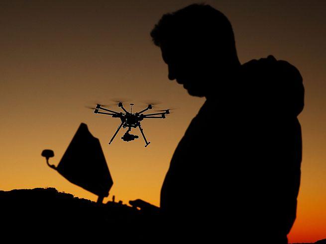 dji drone flying - FAA ужесточает правила для пилотов дронов