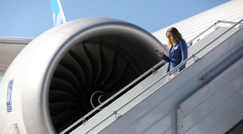 max ssj1 816x450 - Пассажиры не боятся летать на Boeing B737 MAX, но избегают SSJ-100