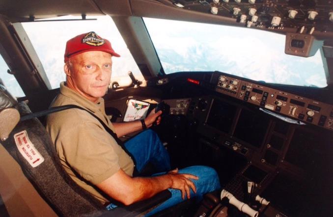 Ники Лауда перегоняет самолет В777 из Эверетта в Вену