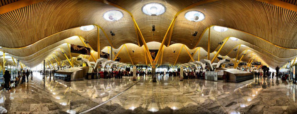 Ae`roport Madrid Barahas 1024x396 - Интерьеры аэропортов: 11 необычных вариантов