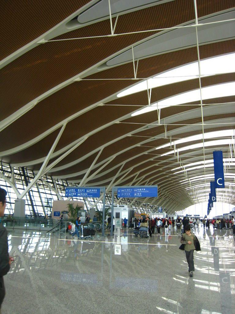 s1200 4 768x1024 - Интерьеры аэропортов: 11 необычных вариантов
