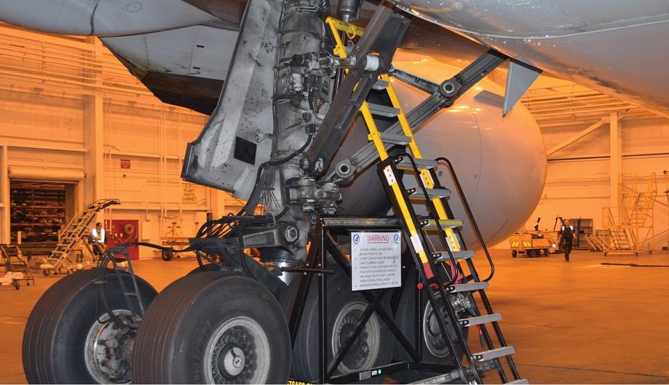 main landing gear 41hkebhnfq t2 cuf - Почему прятаться в нише шасси самолета смертельно опасно?