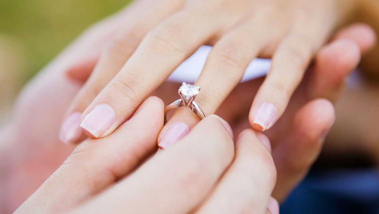 proposta matrimonio - Во время рейса пассажир попросил руки стюардессы