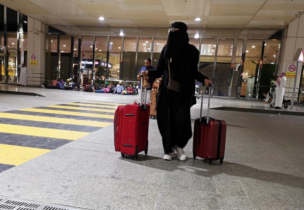 Саудовская женщина в аэропорту