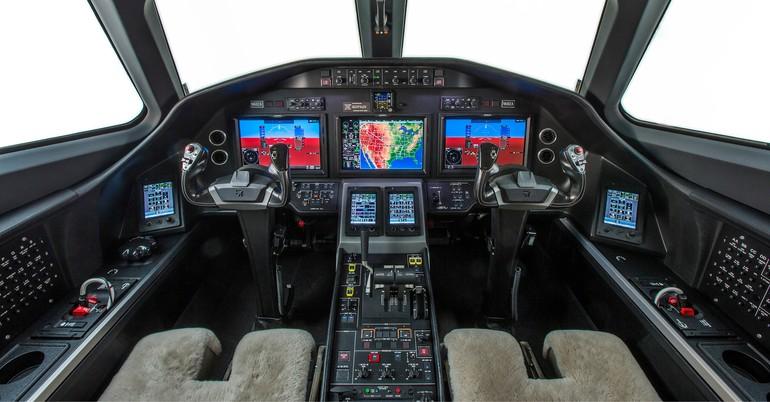 Garmin 5000 с CPDLC и синтетическим зрением имеет сенсорное управление