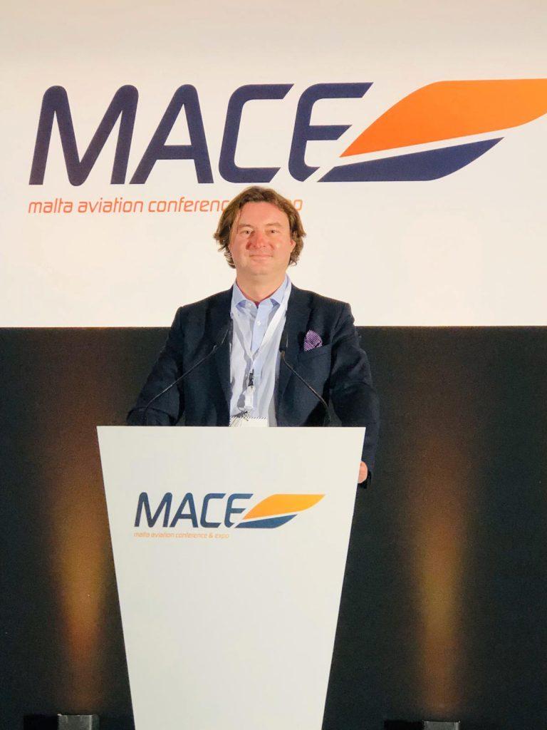 Глава Cofrance Sarl В. Архангельский на трибуне саммита MACE