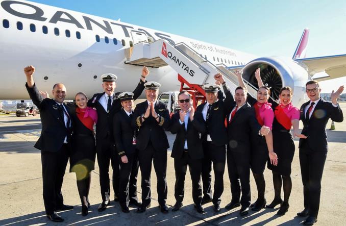 Экипаж Qantas после сверхдальнего перелета