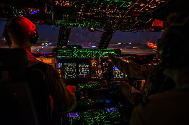 cockpit 1442715 640 - Шасси не выпущено, пилот спасает ситуацию