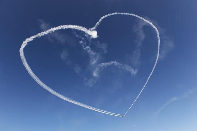heart 1767863 640 - 10 самых романтичных направлений на частном самолете