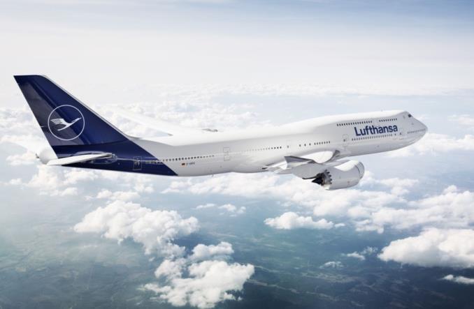 B747 компании Lufthansa  в полете