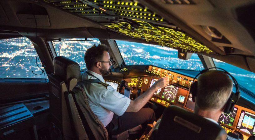 pilot crew 816x450 - Сколько зарабатывают пилоты в США?