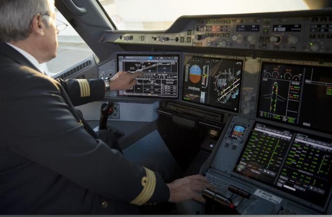 Новый кокпит A350 с сенсорными дисплеями