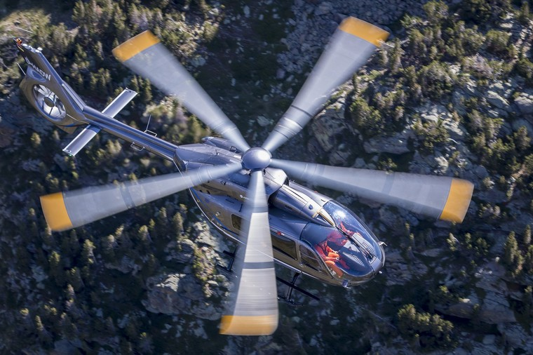 Деловые версии вертолетов  Airbus  с  интерьером от  Aston Martin