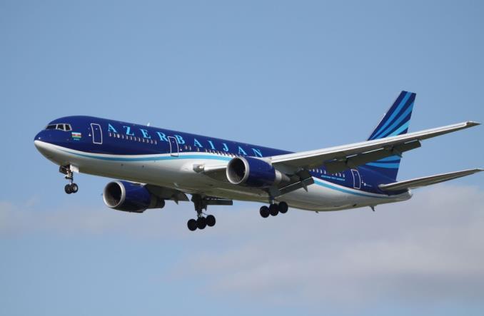 Самолет Azerbaijan Airlines