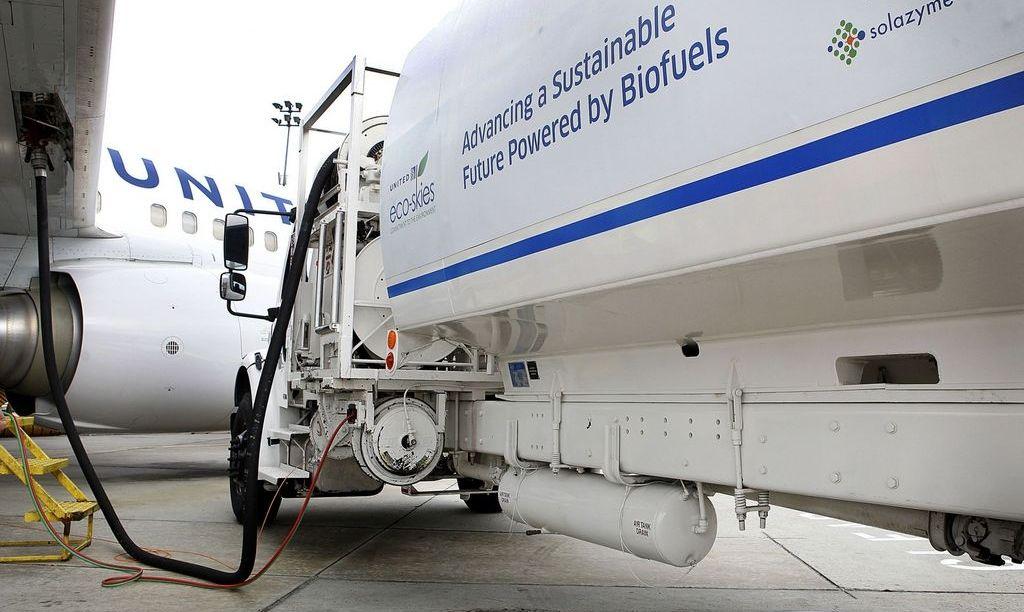 Заправка самолетов биотопливом
