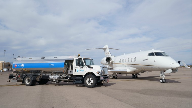 Заправка бизнес-джета Bombardier биотопливом