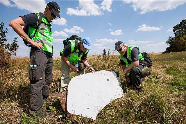 Международные следователи наместе катастрофы MH17