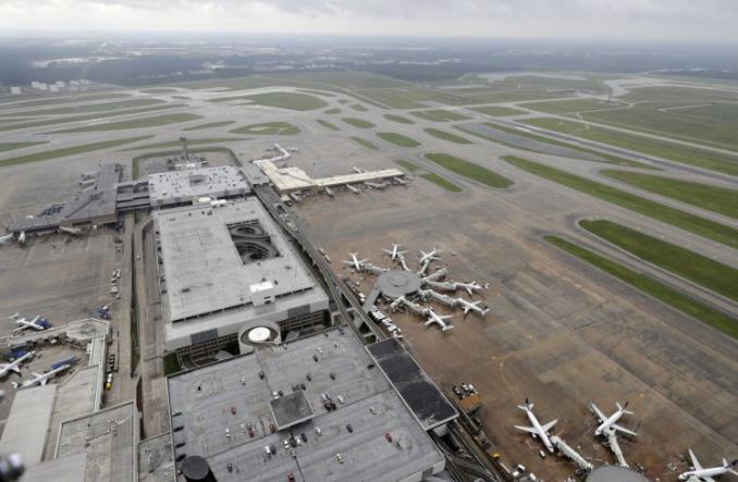 Частично затопленный аэропорт Хьюстона