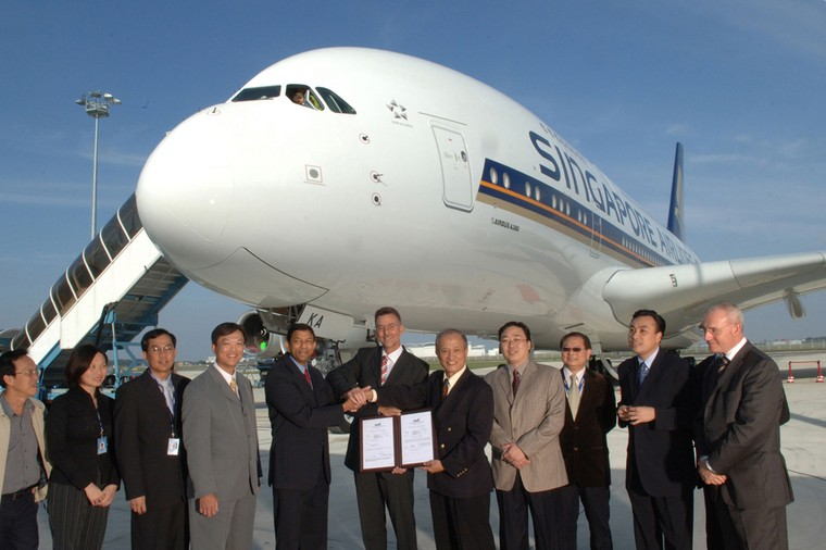 Первый серийный A380 во впемя передчами