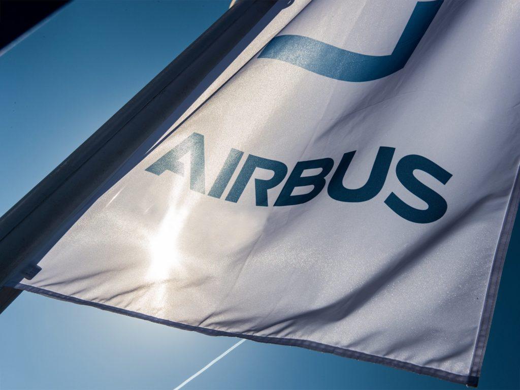 Флаг с логотипом Airbus