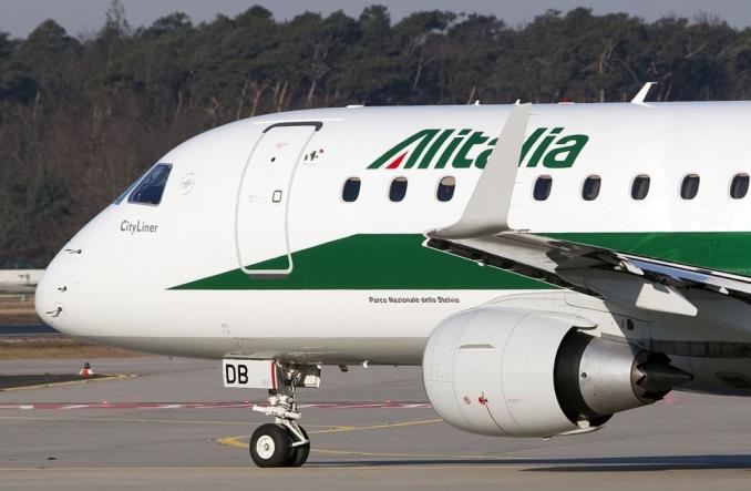 Самолет Alitalia в аэропорту Мальпенса