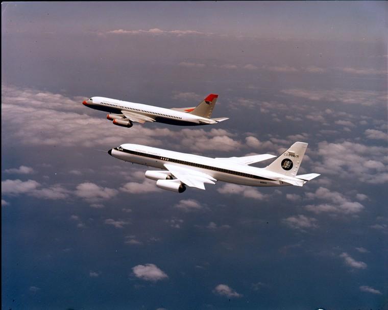 Редкое изображение с двумя прототипами Convair 990 Coronado, летящими вместе