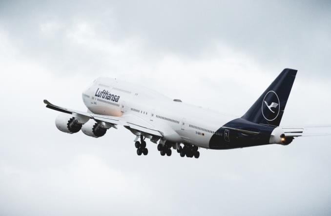 Самолет Lufthansa в новой окраске