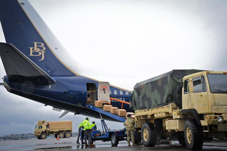 Boeing 737 BBJ перевез более 540 000 масок для врачей и медсестер в США