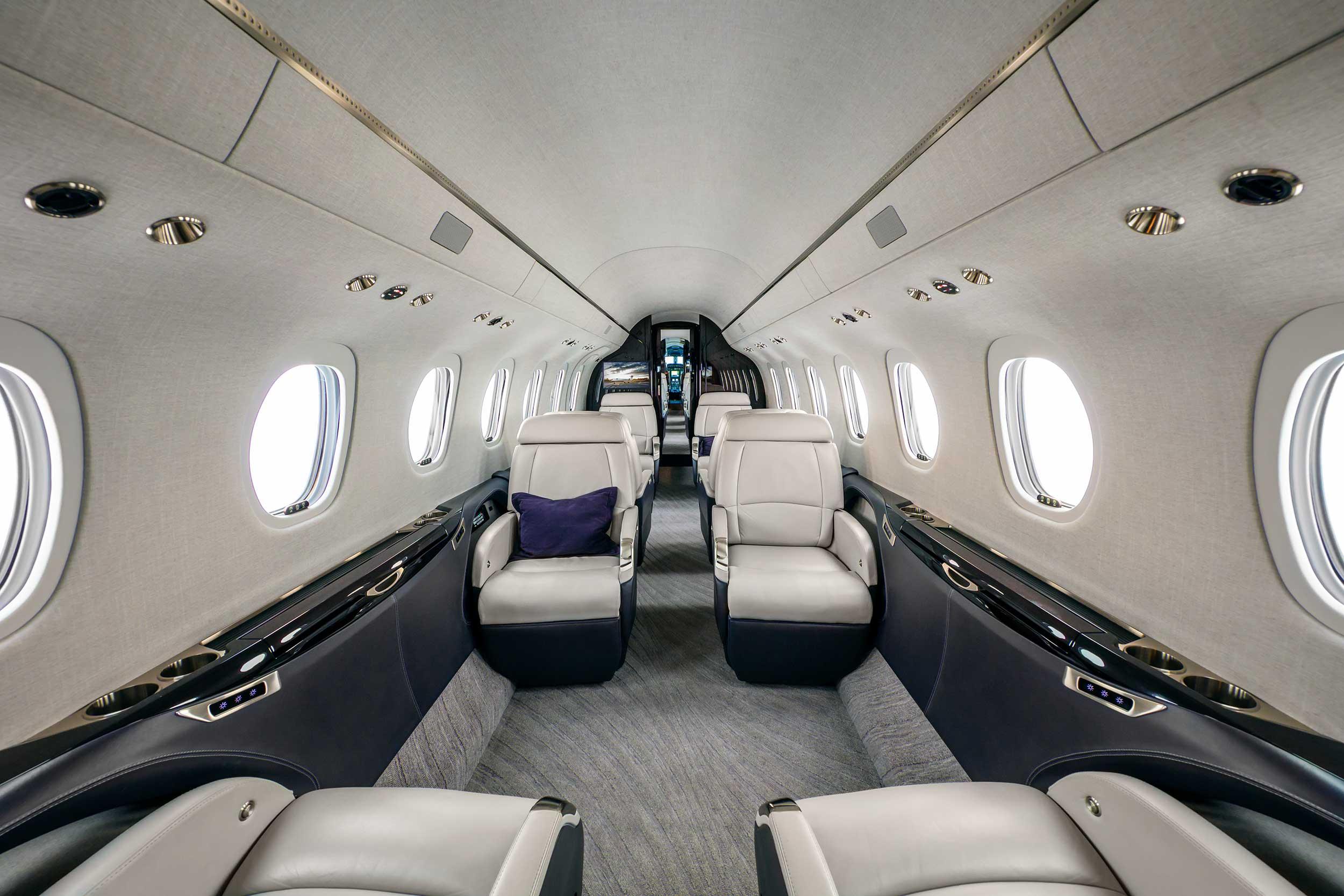 Салон Cessna-Longitude