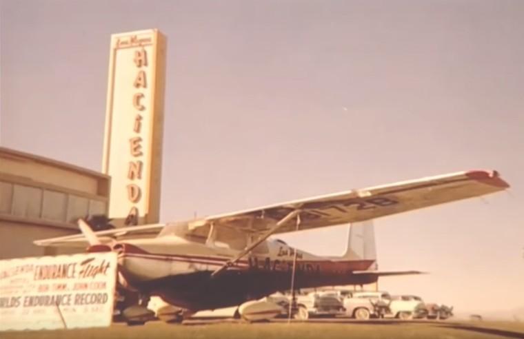 Некоторое время самолет был выставлен перед казино