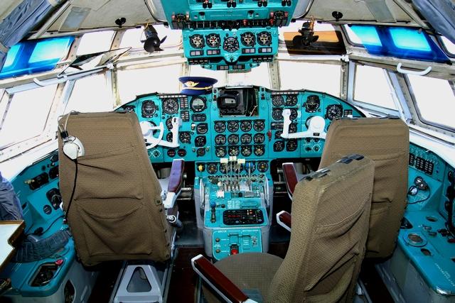 самолеты-убийцы. кабина пилотов Ил-62М