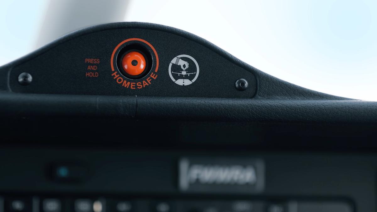 Кнопка включения HomeSafe на панели приборов TBM 940