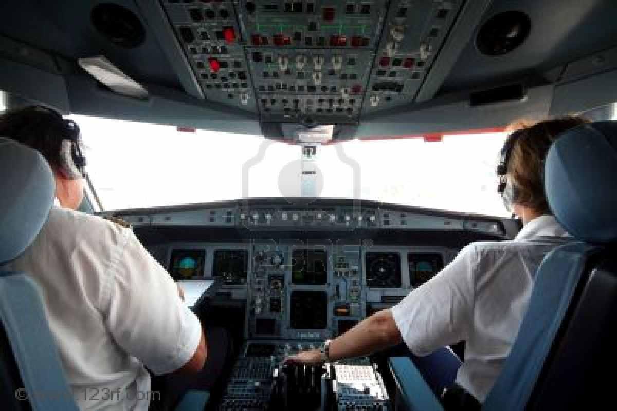 кокпит делового самолета