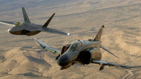 McDonnell-Douglas F-4 Phantom II и F-22 Raptor