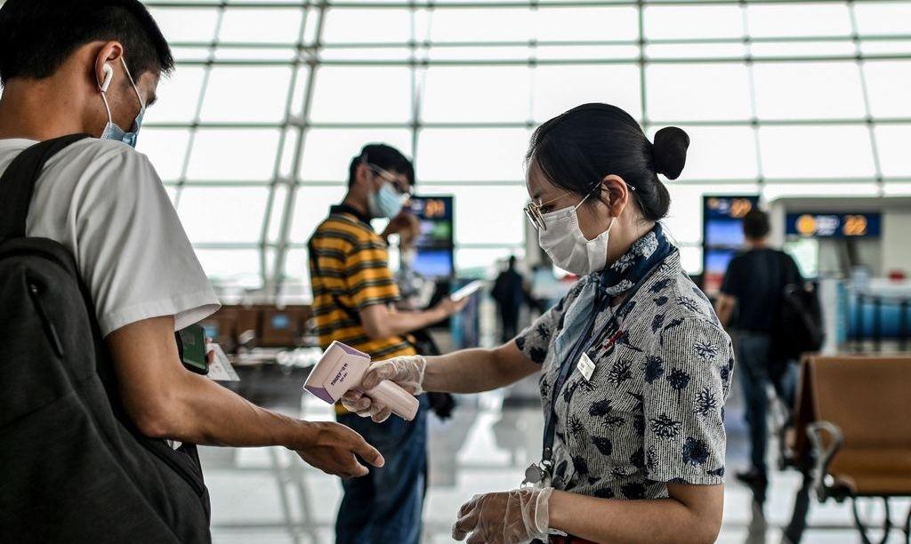 Тест на коронавирус в аэропорту Пекина