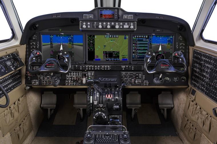 Кокпит King Air 360/360ER