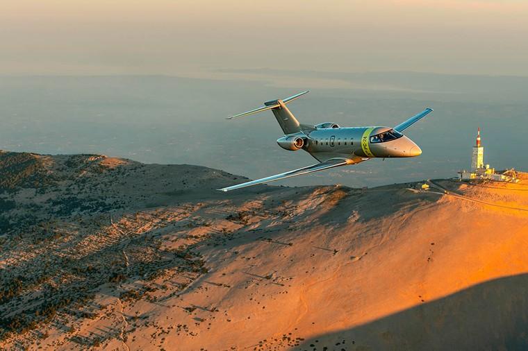 PC-24 - первый бизнес-джет,  способный работать на неподготовленных взлетно-посадочных полосах, в том числе на грунтовых