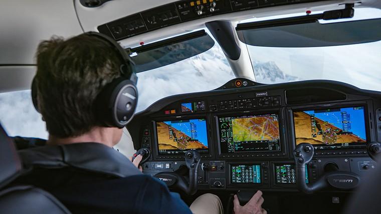 Оборудование кабины Tbm 940 позволяет совершать аварийную посадку без участия пилота