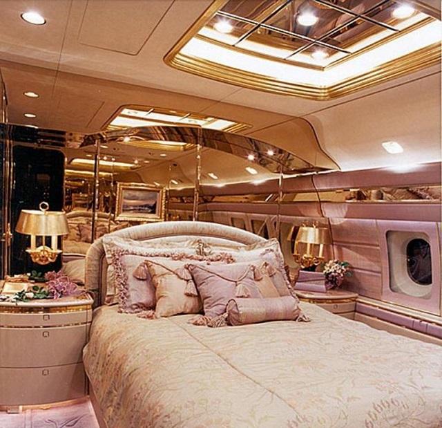 Спальня в самолете B767-33AER  Романа Абрамовича
