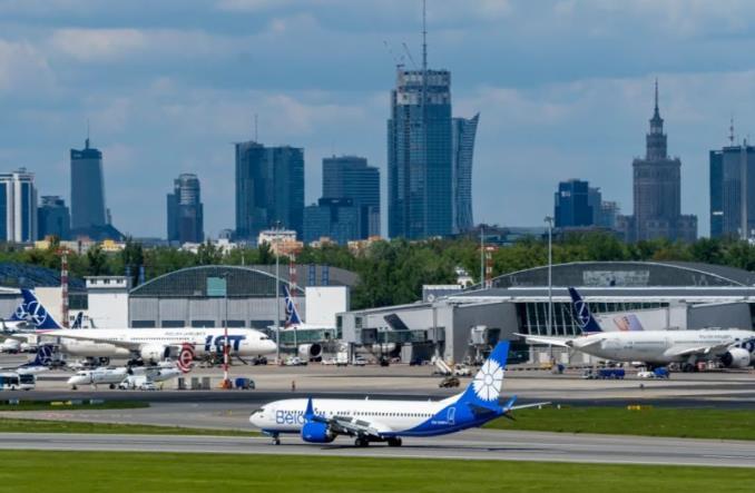 """Boeing 737 MAX-8 """"Белавиа"""" в Варшаве"""