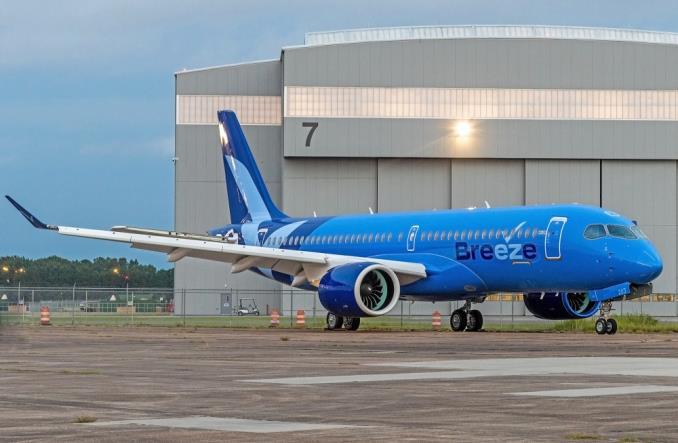 A220-300 в ливрее  Breeze Airways