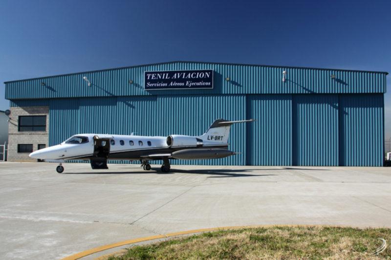Частный LearJet в аэропорту Буэнос-Айреса