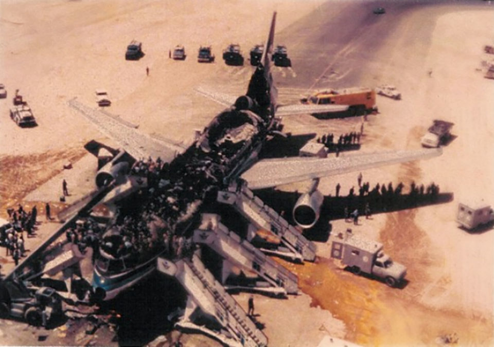 Обгоревший фюзеляж Lockheed L-1011 TriStar авиакомпании Saudi Arabian Airlines