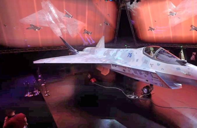Макет истребителя Су-75