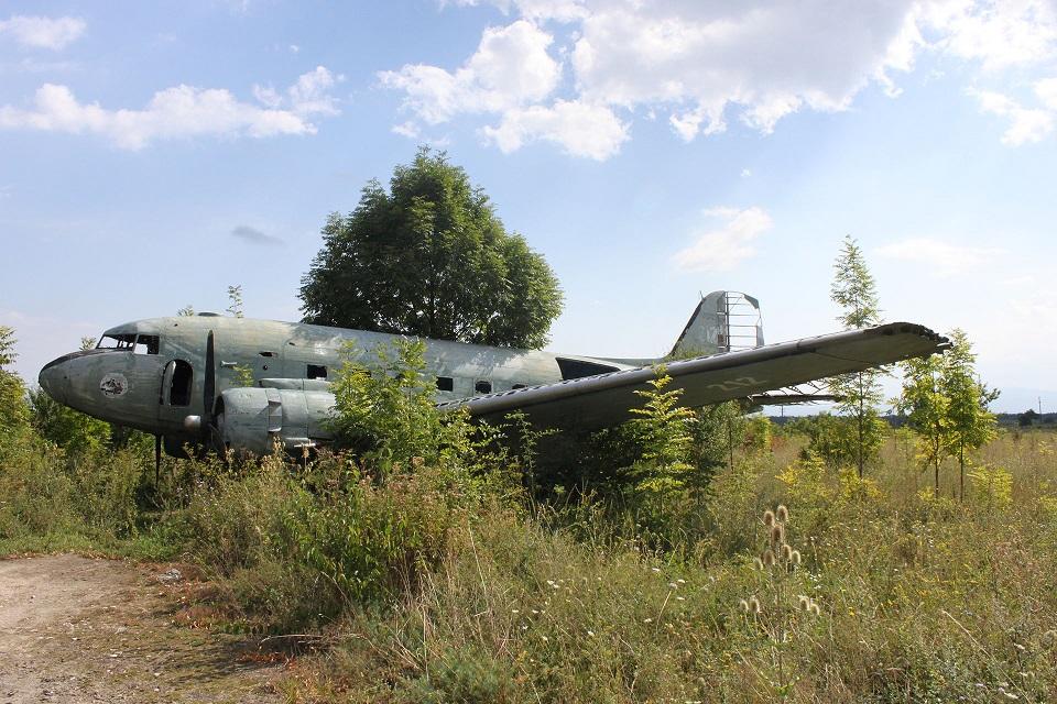 Обломки C-47 на базе в Желяве (фото: Джерри Ганнер)